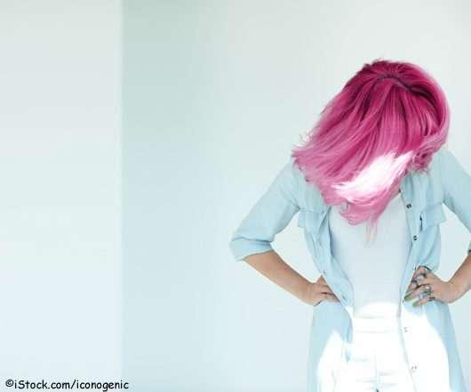 Frau mit pinken Haaren (©iStock.com/iconogenic)
