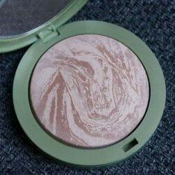 Produktbild zu alverde Naturkosmetik Marmorierter Duo Bronzer – Farbe: 01 Soft Bronze