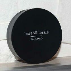 Produktbild zu bareMinerals Performance Wear Powder Foundation – Farbe: 11 natural