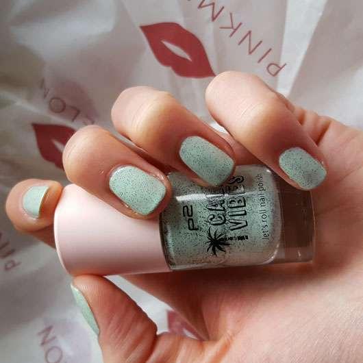 p2 cali vibes let's roll nail polish, Farbe: 020 creamy mint (LE) auf den Nägeln