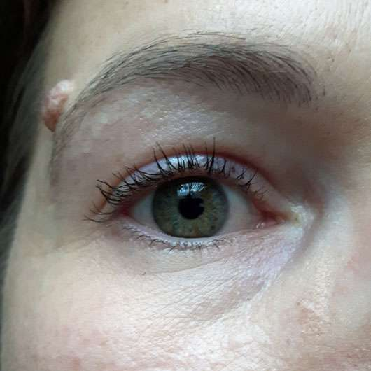 p2 upper + lower lash line skinny mascara, Farbe: 010 mini-me nur oben getuscht