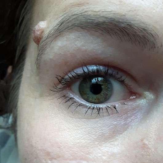 p2 upper + lower lash line skinny mascara, Farbe: 010 mini-me oben und unten getuscht