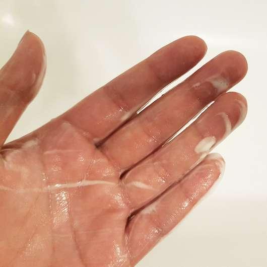 Schaum vom Tommy Girl Energizing Body Wash