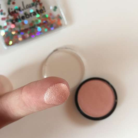 essence live. laugh. celebrate! shimmer blush, Farbe: 01 rhythm of the night (LE) Swatch