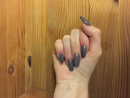 essie Nagellack, Farbe: 77 Chinchilly - Nägel mit Lack