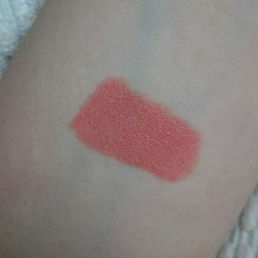 Sleek MakeUP Power Plump Lipstick, Farbe: 1047 Colossal Coral - Swatch