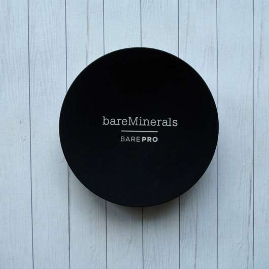 <strong>bareMinerals</strong> BAREPRO Performance Wear Powder Foundation - Farbe: 16 Sandstone