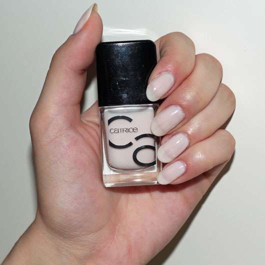 Catrice ICONails Gel Lacquer, Farbe: 21 Want To Be My Brightsmaid? - Lack auf den Nägeln aufgetragen