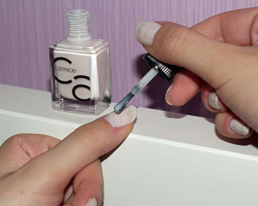 Catrice ICONails Gel Lacquer, Farbe: 21 Want To Be My Brightsmaid? - während des Auftrags