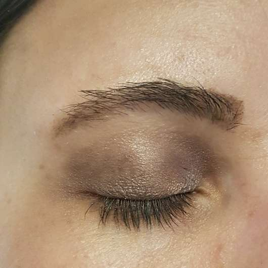 p2 for the dreamers eye shadow palette auf dem Auge