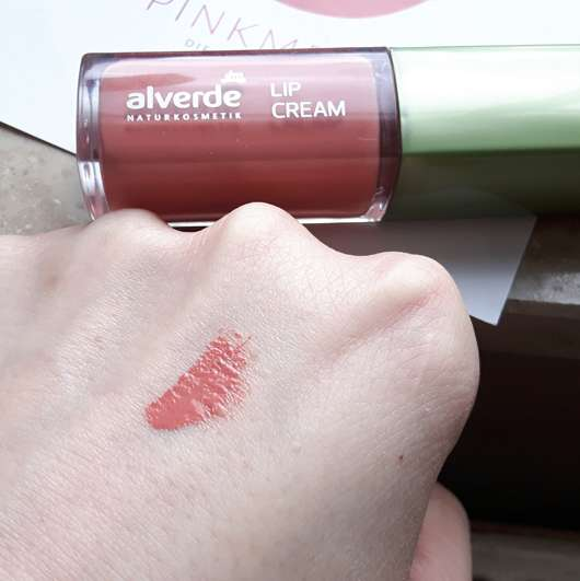 alverde Lip Cream, Farbe: 020 Luminous Coral Swatch