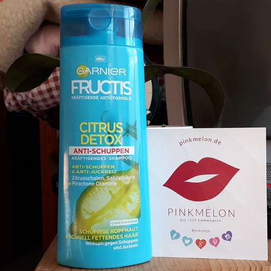 Garnier Fructis Citrus Detox Anti-Schuppen Kräftigendes Shampoo Flasche und Design