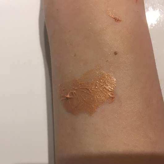 Swatch - IsaDora Strobing Fluid Highlighter, Farbe: 83 Bronze Glow (LE)
