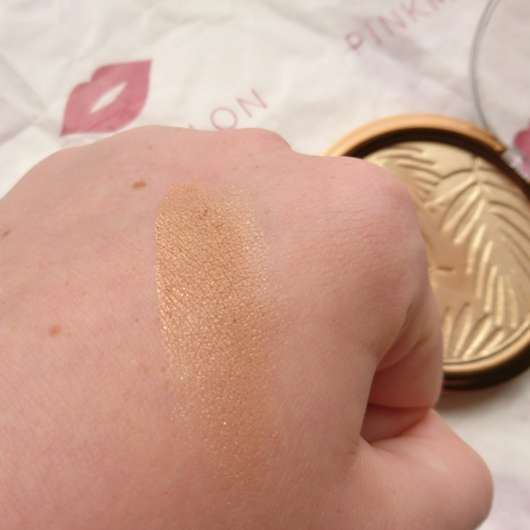 p2 bohemian tropics summer of love bronzing powder, Farbe: 010 sun-kissed (LE) Swatch