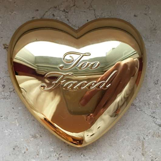 Design vom Too Faced Love Light Highlighter, Farbe: You light up my life