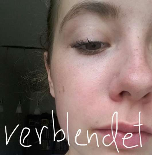 Gesicht mit verblendetem essence colour correcting stick, Farbe: 04 say no to redness
