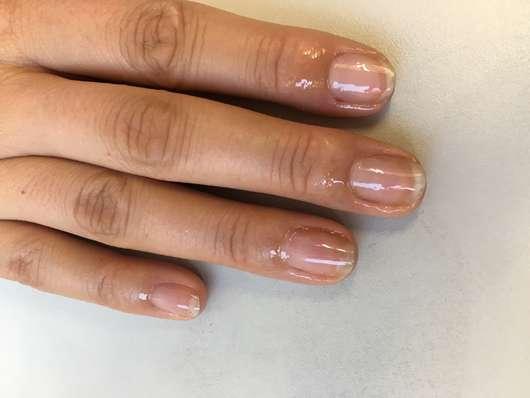 Fingernägel direkt nach dem Auftrag des Misslyn Care - Care Cocktail 3-Phase Nail Oils