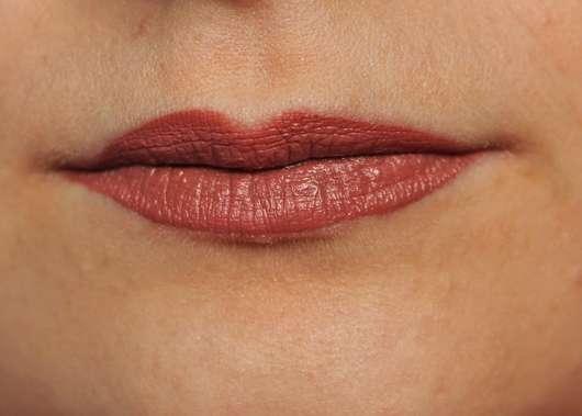 Lippen mit NYX Liquid Suede Cream Lipstick, Farbe: 04 Soft Spoken