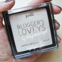 Produktbild zu p2 cosmetics blogger's loveys by designdschungel spectra light powder deluxe highlight + glow (LE)