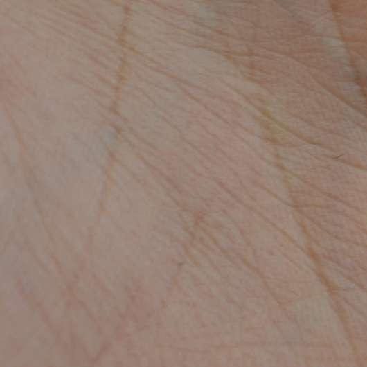 """Handinnenfläche nach Anwendung der Wellness & Beauty Körperfluid """"taufrisch belebt"""""""