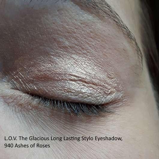 L.O.V TheGlacious Long Lasting Stylo Eyeshadow, Farbe: 940 Ashes Of Roses auf dem Augenlid