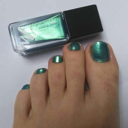 Manhattan Last & Shine Nail Polish, Farbe: 830 Almost Emerald auf den Nägeln