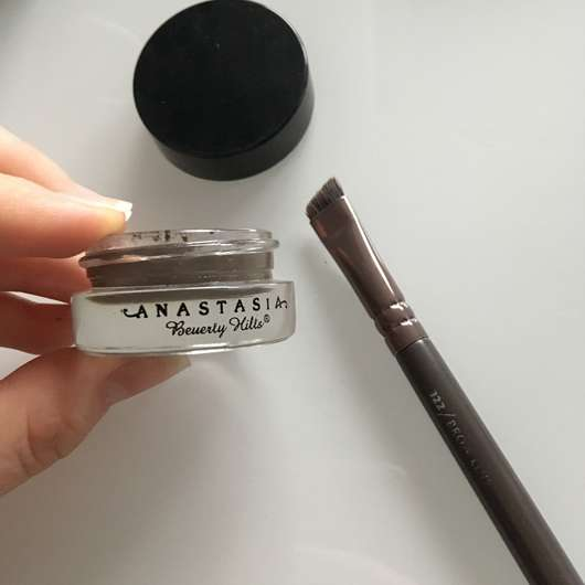 <strong>Anastasia Beverly Hills</strong> Dipbrow Pomade – Farbe: Medium Brown