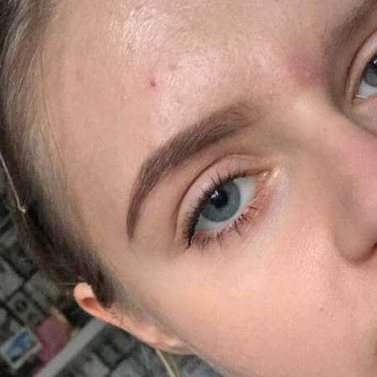 Augenbraue mit Anastasia Beverly Hills Dipbrow Pomade, Farbe: Medium Brown