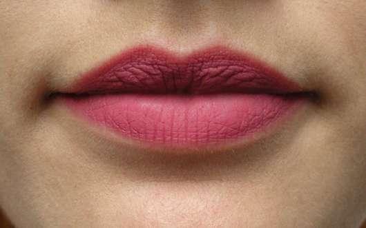 Bourjois Paris Rouge Edition Velvet Lipstick, Farbe: 07 Nude-ist auf den Lippen