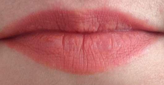 L'Oréal Paris Color Riche x Balmain Lipstick, Farbe: 246 Confession (LE) frisch aufgetragen