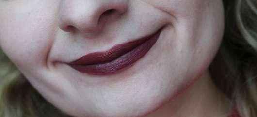 NYX Liquid Suede Cream Lipstick, Farbe: 12 Vintage auf den Lippen