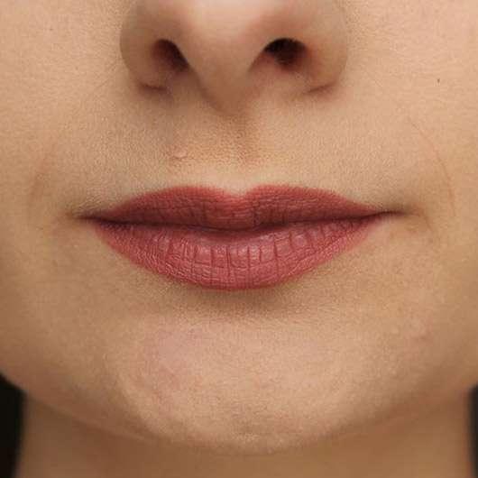 NYX Matte Lipstick, Farbe: Euro Trash - auf den Lippen