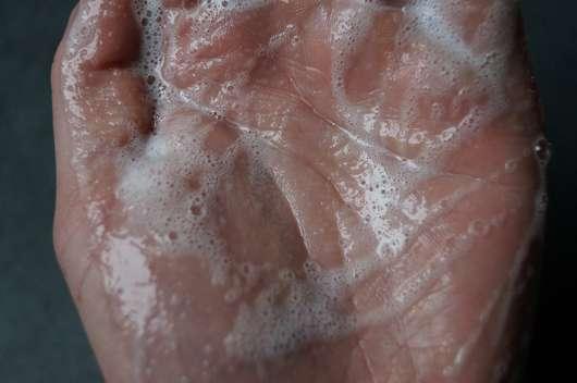 alverde Flüssigseife Bio-Minze Bio Bergamotte (Nachfüllbeutel) aufgeschäumt