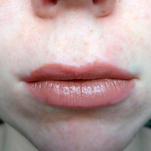 IsaDora Liquid Lip Cream, Farbe: 02 Cashmere - auf den Lippen