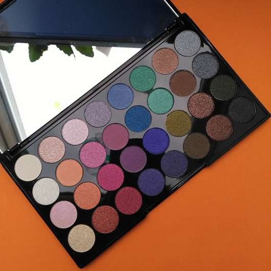Makeup Revolution Mermaids Forever Ultra Eyeshadows Palette geöffnet