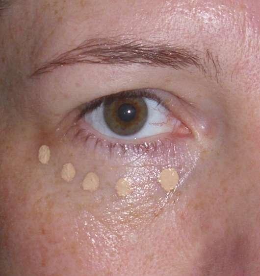 Augenpartie mit Concealer vor dem Verblenden