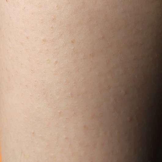 CATTIER Paris Silky Bodylotion Mandel & Quitte auf der Haut