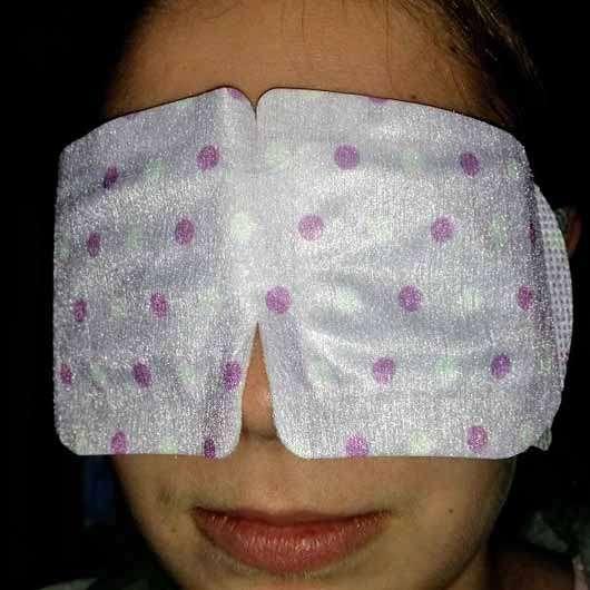 IVY Hot Eyes Steam - Wärmende Augenmaske - Maske auf das Gesicht gelegt
