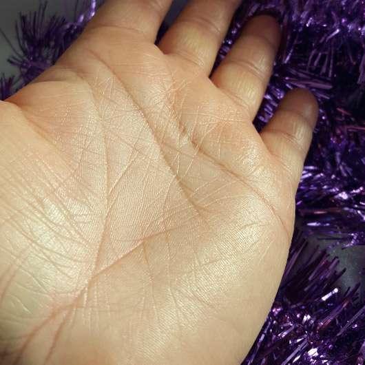 CMD Pflegebutter Hand Ei Vanille - Ei auf der Hand gerieben geschmolzen