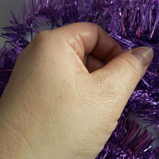 CMD Pflegebutter Hand Ei Vanille - Ei auf der Hand eingezogen