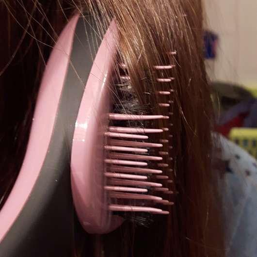 Haare bürsten mit dem ebelin Professional Entwirrkünstler