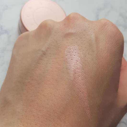 Swatch - BECCA Cosmetics Under Eye Brightening Corrector, Farbe: Light to Medium