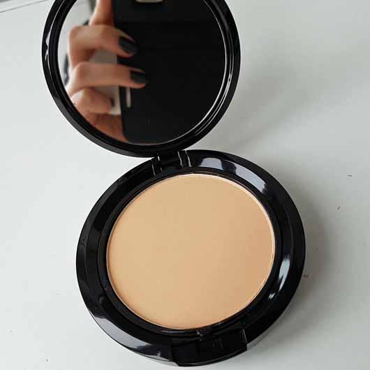 NYX Stay Matte But Not Flat Powder Foundation, Farbe: Natural - Puderdose geöffnet