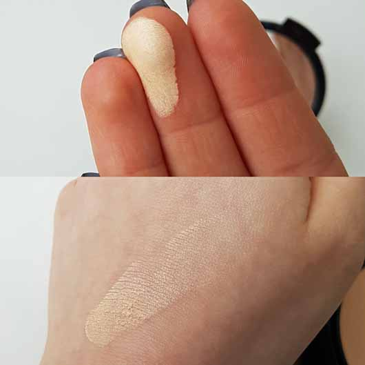 NYX Stay Matte But Not Flat Powder Foundation, Farbe: Natural - Swatch