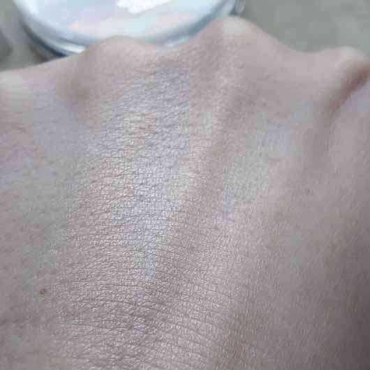 essence glow like a mermaid highlighter, Farbe: 10 forever mermaid - Swatch