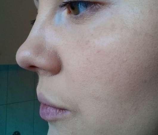 Auftrag einer Foundation mit dem for your Beauty Cosmetic Make-Up Schwamm