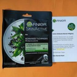 Produktbild zu Garnier SkinActive Schwarze Tuchmaske mit Bambuskohle