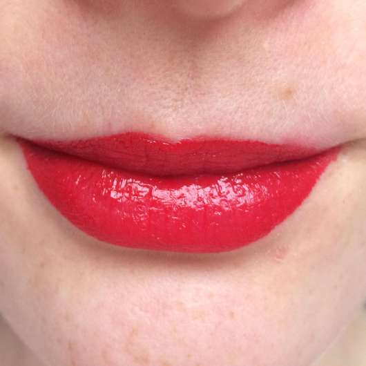 Lippen mit Mary Kay True Dimensions Lipstick, Farbe: Firecracker
