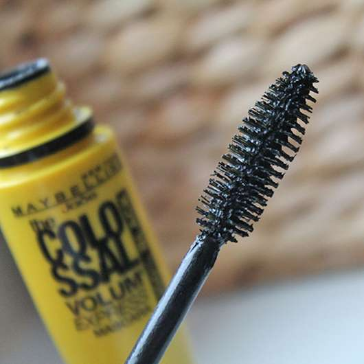 Bürste der Maybelline New York The Colossal Volum' Express Mascara 100% Black
