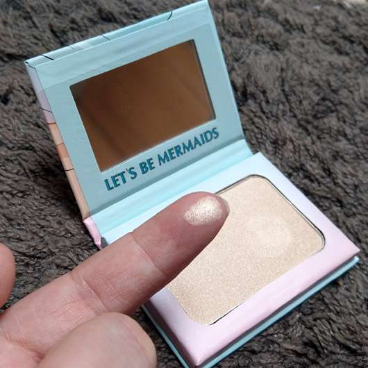 Misslyn let's be mermaids strobing powder (LE) - Swatch